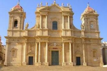 VILLA OF TELLARO, NOTO AND SYRACUSE